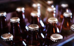 Conheça 5 normas para transporte de bebidas em voos